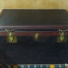 Antigüedades: SEÑORIAL Y ANTIGUO BAÚL DE PIEL LUIS F.CAMUÑO. Lote 176864349