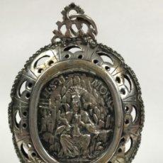 Antigüedades: RELICARIO DEVOCIONARIO 9CMX 6 CPLATA S.XVIII. RELIEVE VIRGEN MONTSERRAT Y GRABADO DE S. SEBASTIÁN . Lote 176864657