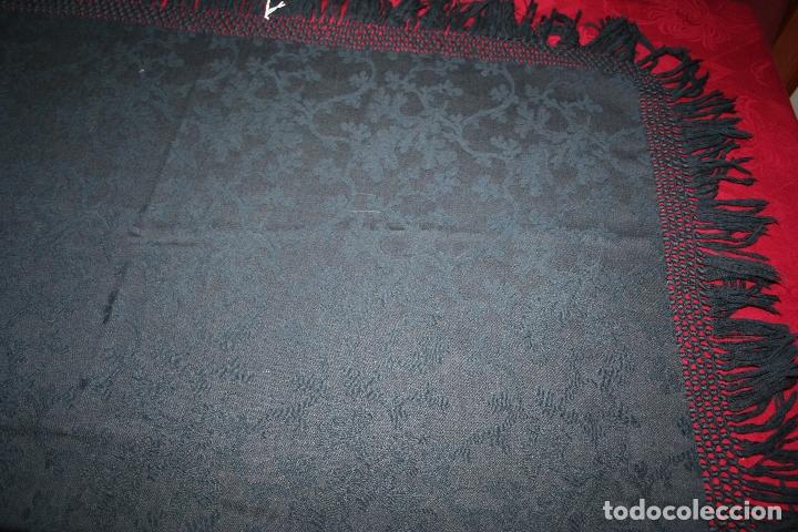Antigüedades: ANTIGUO MANTON LANA ADAMASCADO COLOR AZUL OSCURO 105x105 CM MAS 14 FLECO - Foto 14 - 156212594