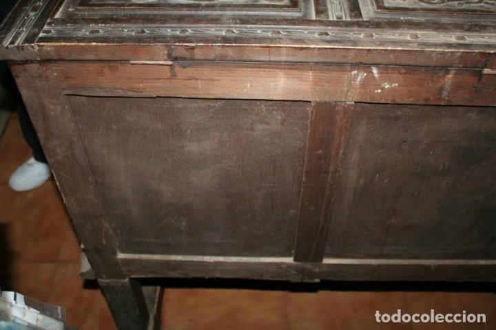 Antigüedades: antigua arca estilo frances con dibujos en relieve - Foto 14 - 31271150