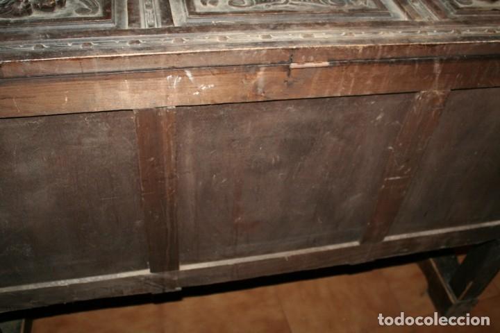 Antigüedades: antigua arca estilo frances con dibujos en relieve - Foto 15 - 31271150
