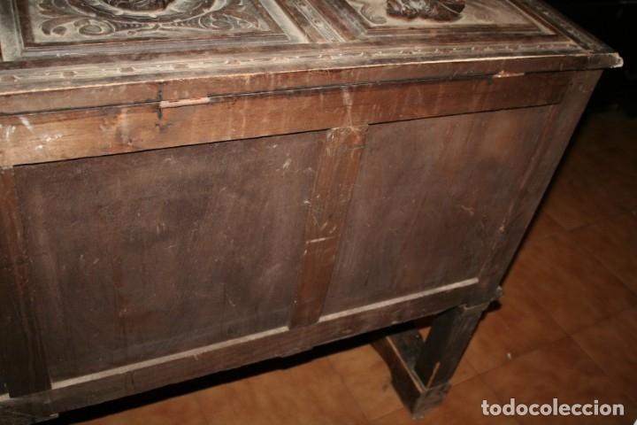 Antigüedades: antigua arca estilo frances con dibujos en relieve - Foto 16 - 31271150