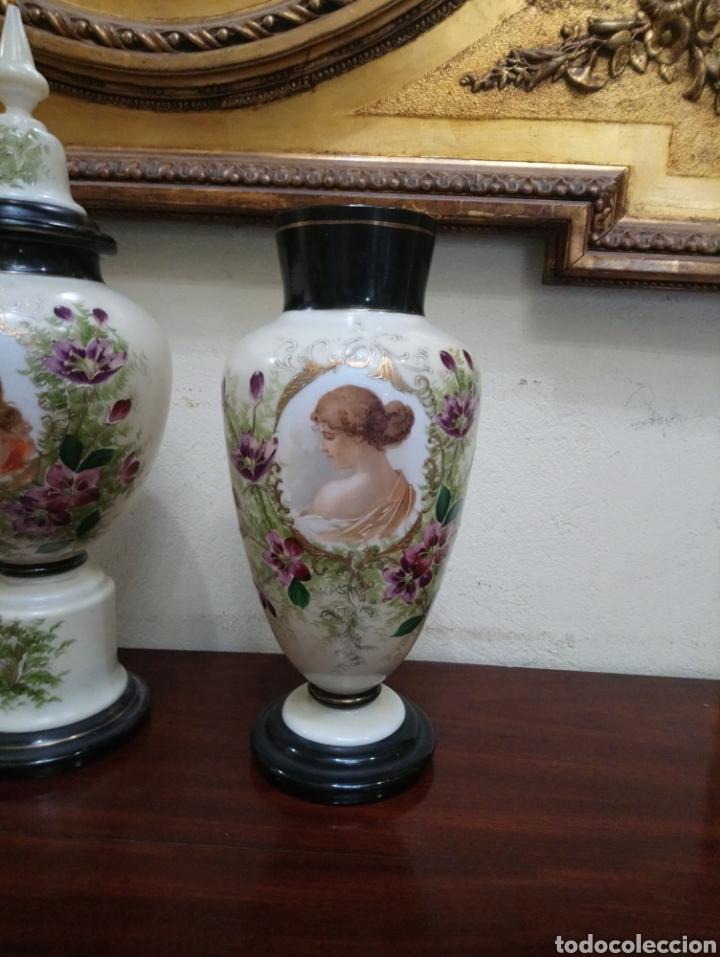 Antigüedades: Años 20 Juego de tres Jarrones de Opalina Pintados a Mano de grande calitad - Foto 7 - 176901910