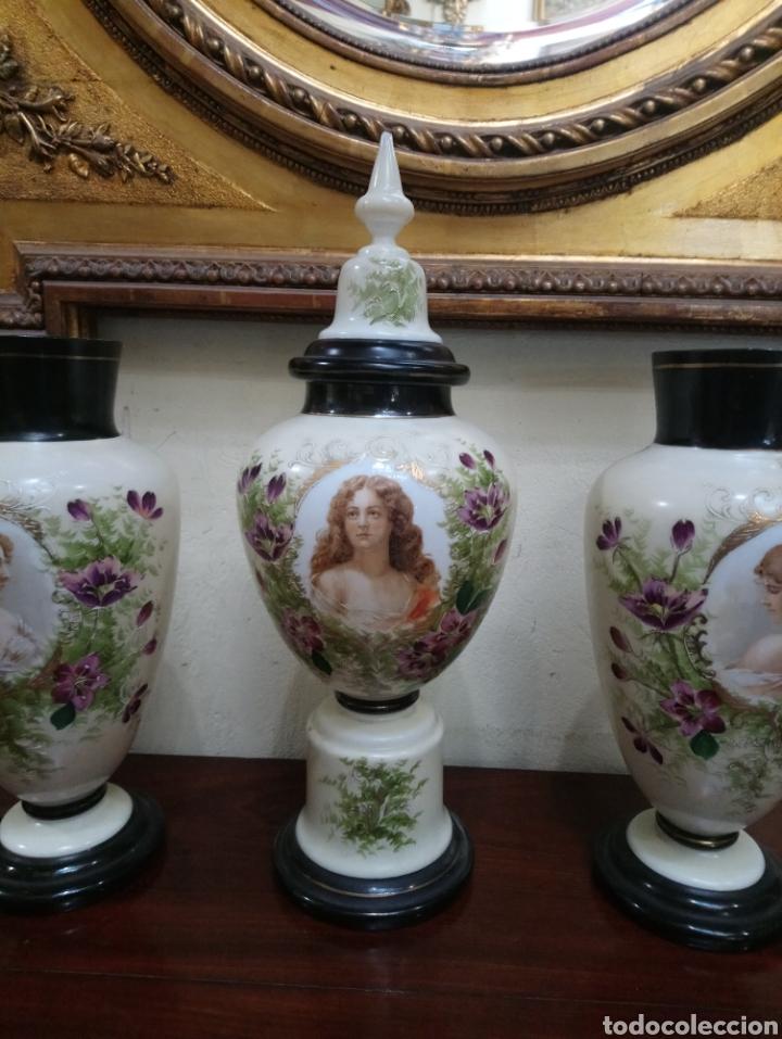 Antigüedades: Años 20 Juego de tres Jarrones de Opalina Pintados a Mano de grande calitad - Foto 8 - 176901910