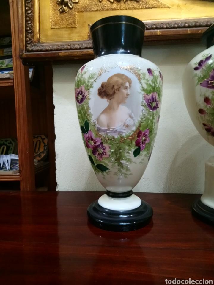 Antigüedades: Años 20 Juego de tres Jarrones de Opalina Pintados a Mano de grande calitad - Foto 10 - 176901910