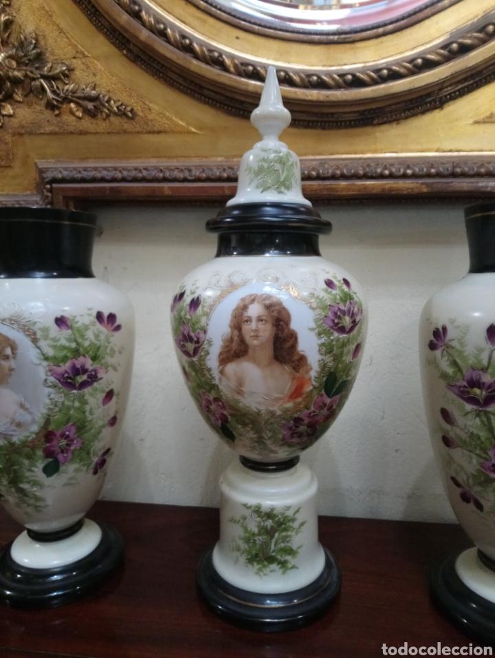 Antigüedades: Años 20 Juego de tres Jarrones de Opalina Pintados a Mano de grande calitad - Foto 11 - 176901910