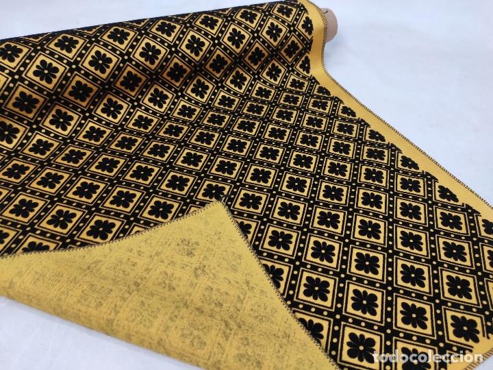 Antigüedades: Tejido de terciopelo de muestras de fondo amarillo y dibujo en negro. - Foto 5 - 176905478