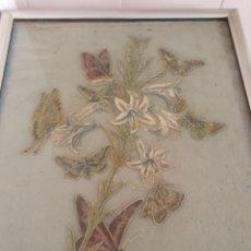 Antigüedades: MUY ANTIGUO CUADRO REUNION DE MARIPOSAS SOBRE AZUCENA POR FAVOR LEER DESCRIPCIÓN. Lote 176925795