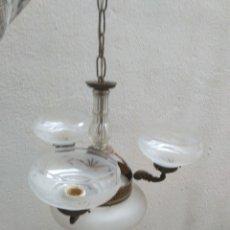 Antigüedades: ANTIGUA LAMPARA MODERNISTA (CREO) DE LATON CON TULIPAS DE CRISTAL TALLADO FUNCIONANDO (VER FOTOS). Lote 176969109