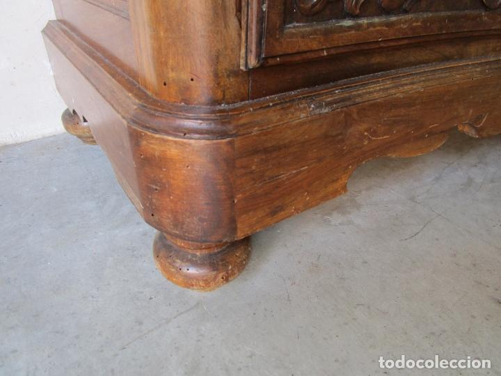 Antigüedades: Cómoda Bombeada - Madera de Nogal - Fina Talla de Madera - 8 Cajones - Foto 6 - 176971729