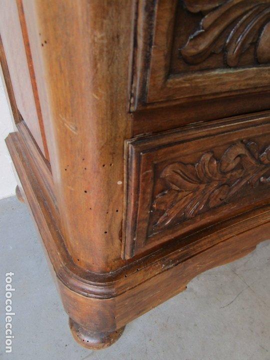 Antigüedades: Cómoda Bombeada - Madera de Nogal - Fina Talla de Madera - 8 Cajones - Foto 7 - 176971729