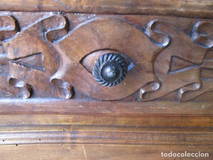 Antigüedades: Cómoda Bombeada - Madera de Nogal - Fina Talla de Madera - 8 Cajones - Foto 10 - 176971729