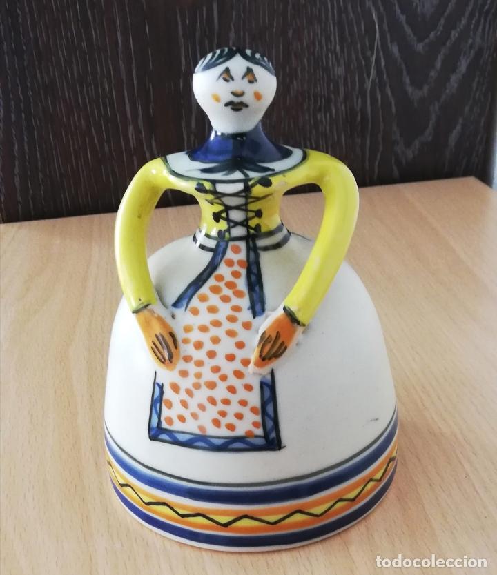 Antigüedades: Figura de mujer cerámica Talavera numerada - Foto 2 - 176981400
