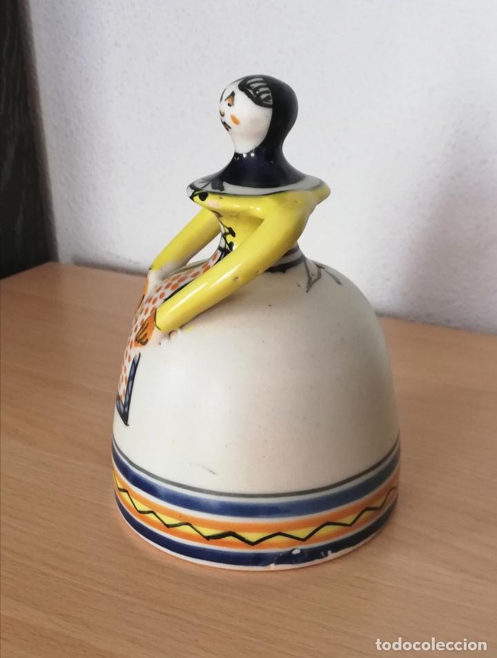 Antigüedades: Figura de mujer cerámica Talavera numerada - Foto 5 - 176981400