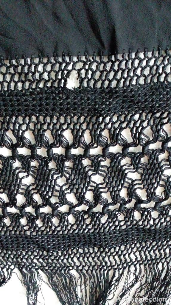 Antigüedades: Antiguo mantón de crespón negro - Foto 6 - 176985819