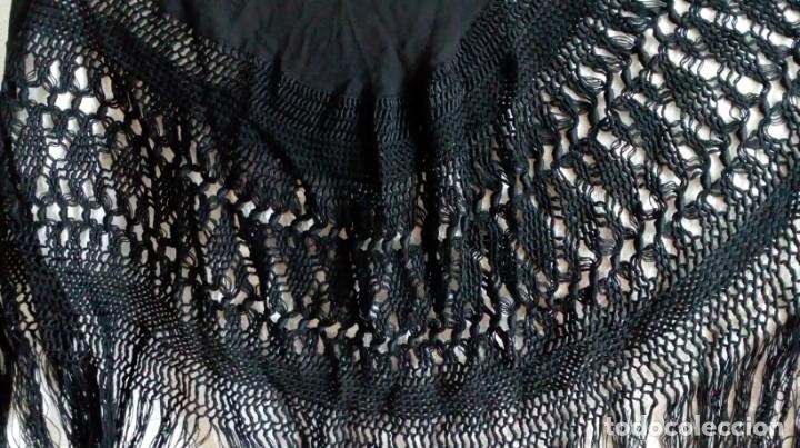 Antigüedades: Antiguo mantón de crespón negro - Foto 7 - 176985819