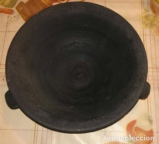 CUENCO DE TERRACOTA NEGRA,MIDE 24 CM DIÁMETRO Y 7 DE ALTO, CERÁMICA PIXUETA (Antigüedades - Hogar y Decoración - Centros de Mesas Antiguos)