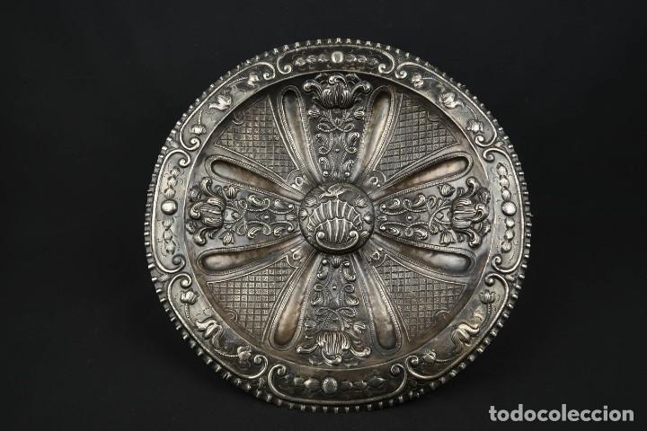 EXTRAORDINARIA BANDEJA CORDOBESA DE PLATA SIGLO XVIII CON BONITA PATINA DEL TIEMPO CONTRASTE CRUZ (Antigüedades - Platería - Plata de Ley Antigua)