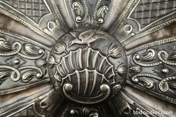 Antigüedades: Extraordinaria Bandeja Cordobesa de Plata Siglo XVIII Con bonita patina del tiempo Contraste CRUZ - Foto 3 - 177002745