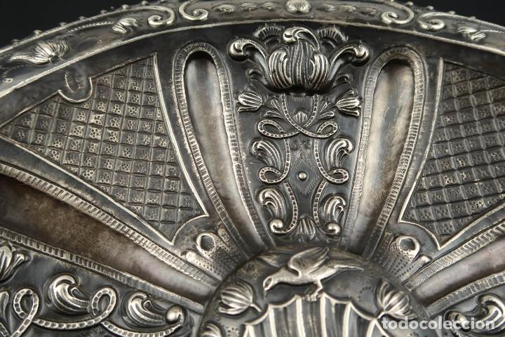 Antigüedades: Extraordinaria Bandeja Cordobesa de Plata Siglo XVIII Con bonita patina del tiempo Contraste CRUZ - Foto 4 - 177002745