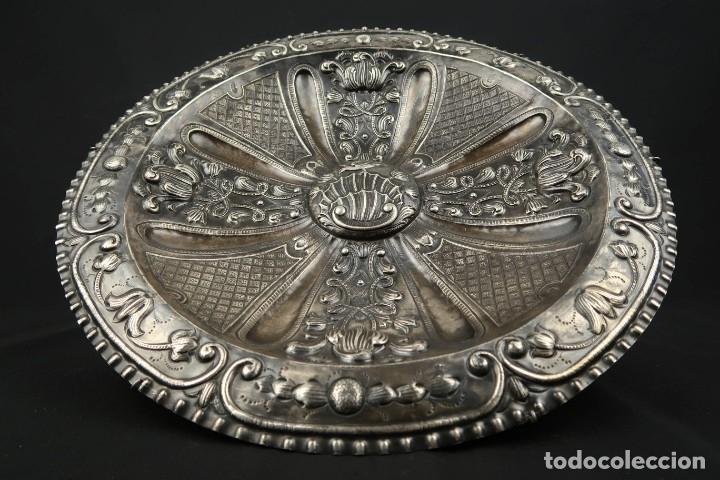 Antigüedades: Extraordinaria Bandeja Cordobesa de Plata Siglo XVIII Con bonita patina del tiempo Contraste CRUZ - Foto 7 - 177002745