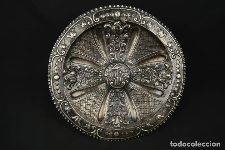 Antigüedades: Extraordinaria Bandeja Cordobesa de Plata Siglo XVIII Con bonita patina del tiempo Contraste CRUZ - Foto 25 - 177002745