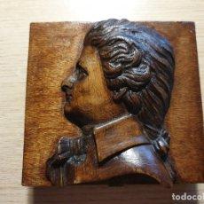 Antigüedades: ANTIGUA CAJA DE MADERA CON TALLA. Lote 177007183