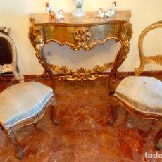 Antigüedades: CONSOLA ESTILO ISABELINO - MADERA DECORADA CON PAN DE ORO -. Lote 177039593