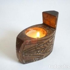 Antigüedades: CANDELERO TALLADO A MANO DE MADERA VINTAGE. Lote 177046533