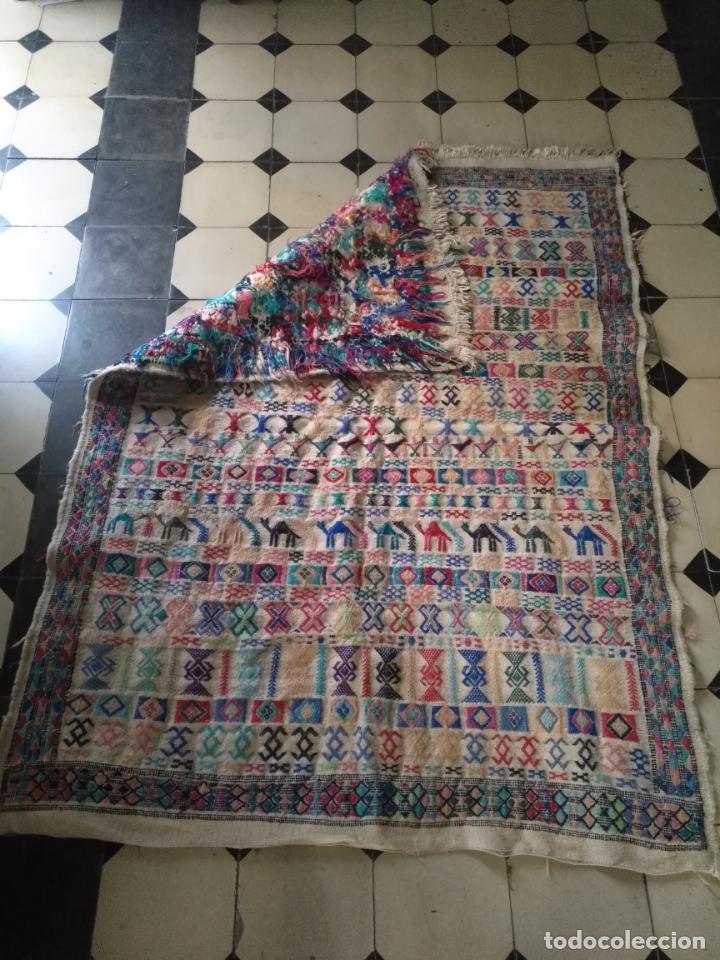 Antigüedades: GRAN ANTIGUO Kilim TAPIZ O ALFOMBRA LANA HECHO A MANO 150 X 108 DIBUJOS TIPO AZTECA CAMELLO O LLAMA - Foto 8 - 177055224