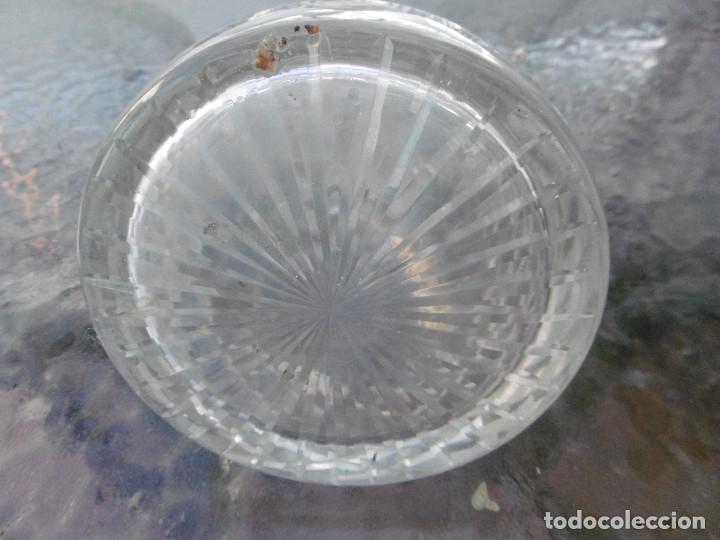 Antigüedades: PRECIOSA BOTELLA TALLADA CON CUELLO PLATA - Foto 4 - 177057999