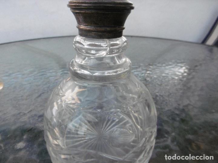 Antigüedades: PRECIOSA BOTELLA TALLADA CON CUELLO PLATA - Foto 5 - 177057999