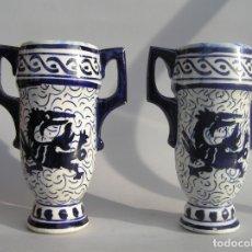 Antigüedades: JUEGO DE DOS ANTIGUOS JARRONES. TIPO TALAVERA. 15,5 CM.. Lote 177131808