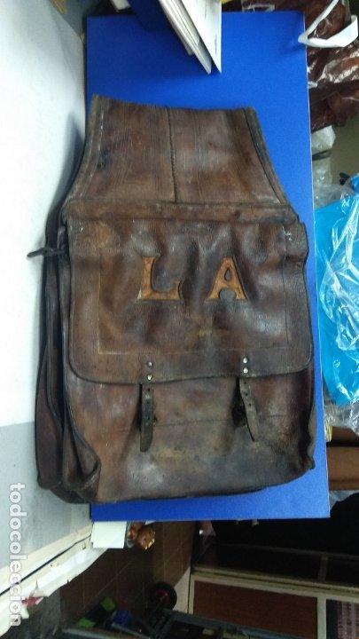 Antigüedades: PRECIOSAS ALFORJAS ANTIGUAS EN CUERO PARA CABALLO CON INICIALES - Foto 2 - 177181829