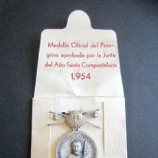 Antigüedades: ANTIGUA MEDALLA OFICIAL PEREGRINO. AÑO SANTO COMPOSTELANO. AÑO 1954. SANTIAGO. . Lote 177198743