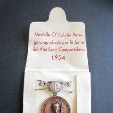 Antigüedades: ANTIGUA MEDALLA OFICIAL PEREGRINO. AÑO SANTO COMPOSTELANO. AÑO 1954. SANTIAGO. . Lote 177198799