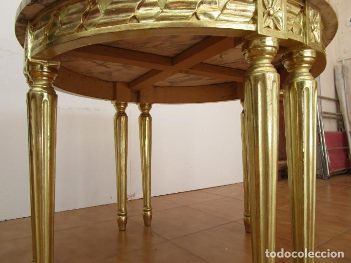Antigüedades: Mesa de Centro - Madera tallada y Dorada en Pan de Oro - sobre de Mármol - 80 cm Diámetro - Foto 8 - 191060413