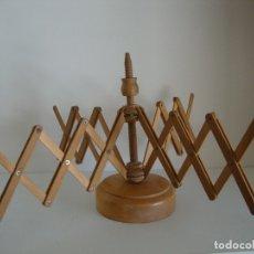Antigüedades: DEVANADERA DE MADEJA A OVILLO DE MADERA . Lote 177278130