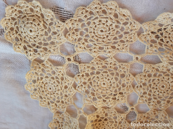 Antigüedades: Tapete mantel de ganchillo beig - Foto 2 - 177290399