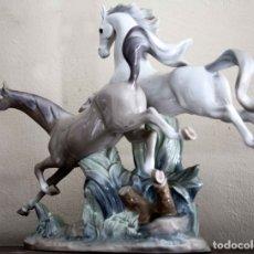 Antigüedades: LLADRO ESCULTURA - CABALLOS AL GALOPE. Lote 177300633
