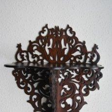 Antigüedades: PRECIOSA MÉNSULA DE MADERA TALLADA - REPISA - BALDA - AÑOS 30-40. Lote 177306714