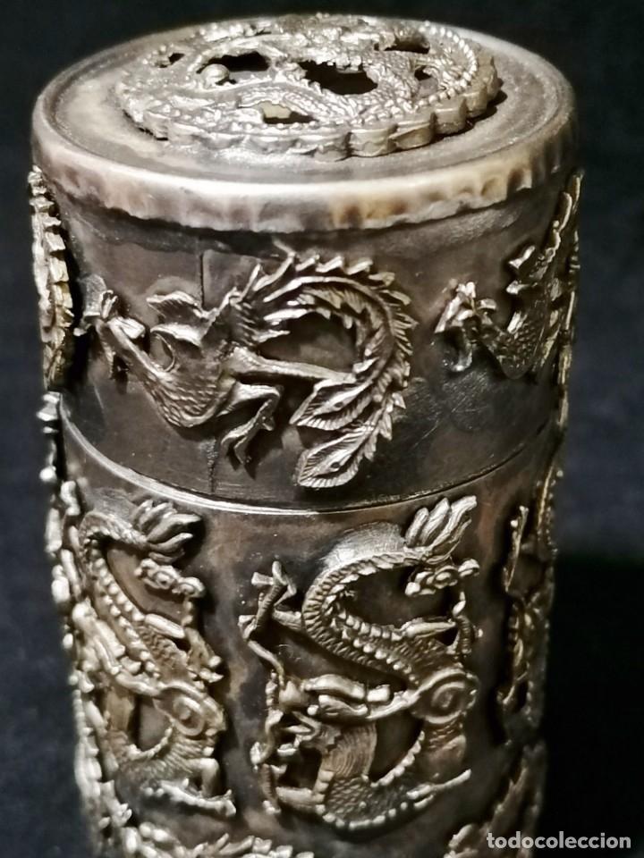 ANTIGUA CAJA LABRADA CON MAGNIFICOS DRAGONES MARCAJE EN LA BASE (Antigüedades - Plateria - Varios)