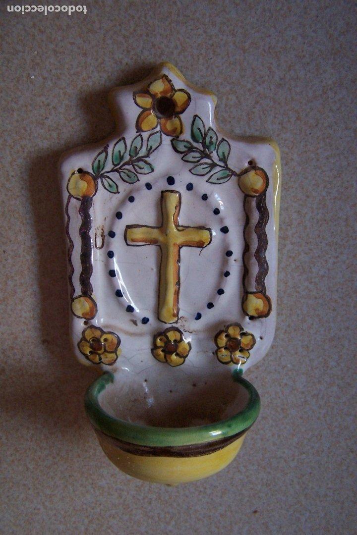 BENDITERA DE CERÁMICA PINTADA A MANO. 17 CM DE ALTURA. (Antigüedades - Religiosas - Benditeras)
