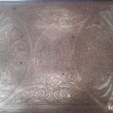 Antigüedades: BANDEJA ANTIGUA DE ACERO GRABADA CON ARABESCOS. Lote 177429377