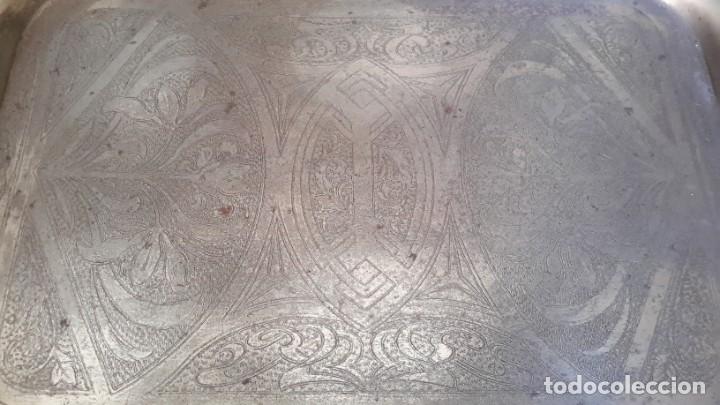 Antigüedades: Bandeja antigua de acero grabada con arabescos - Foto 9 - 177429377