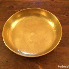 Antigüedades: ANTIGUO PLATO DE BRONCE / LATÓN DE BASCULA / BALANZA DE LOS AÑOS 40-50 . Lote 177430090