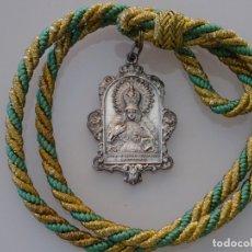 Antigüedades: MEDALLA MEDALLÓN RELIGIOSO SEMANA SANTA. SE SIEMPRE NUESTRA ESPERANZA MACARENA SEVILLA. 50 GR. Lote 177435790
