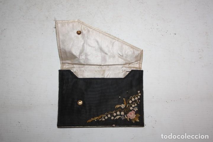 Antigüedades: MONEDERO CON DECORACIONES PINTADAS A MANO SOBRE ROPAJE - Foto 3 - 177451195