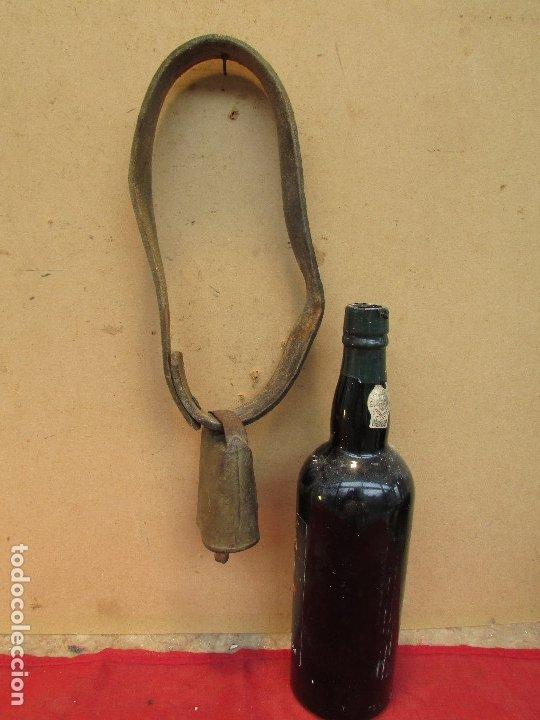 Antigüedades: Cencerro en cobre y cuero . Martillo madera. Antiguo. Rústico - Foto 4 - 177455558