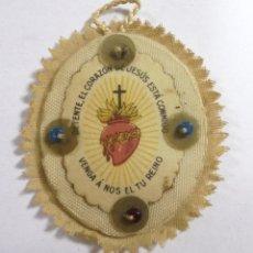 Antigüedades: ANTIGUO ESCAPULARIO DETENTE. EL CORAZON DE JESUS ESTA CONMIGO. VENGA A NOSOTROS TU REINO. 3.5 X 4CM.. Lote 177469412